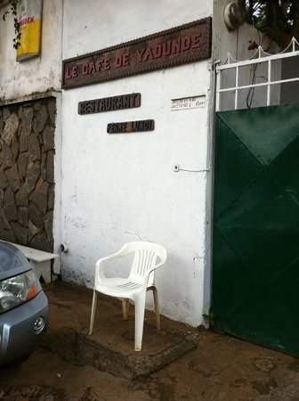 Cafe de Yaounde : Unscheinbar von außen ...