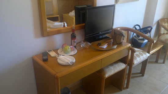 Cephalonia Palace Hotel: we were expected with a bottle of wine...