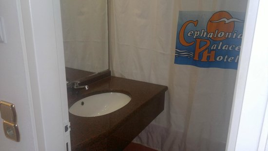 Cephalonia Palace Hotel: 'the wonderful' shower curtain