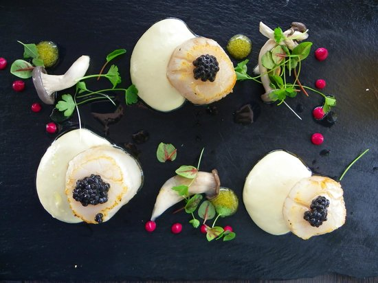 Tea Gardens Boatshed: Sea Scallops topped with caviar (under $20)