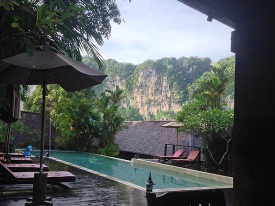 The Cliff Ao Nang Resort : Cliff view from Reception / Dining area