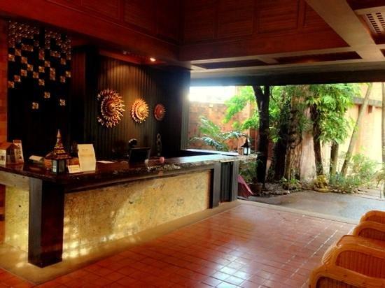 The Cliff Ao Nang Resort : Hotel Reception