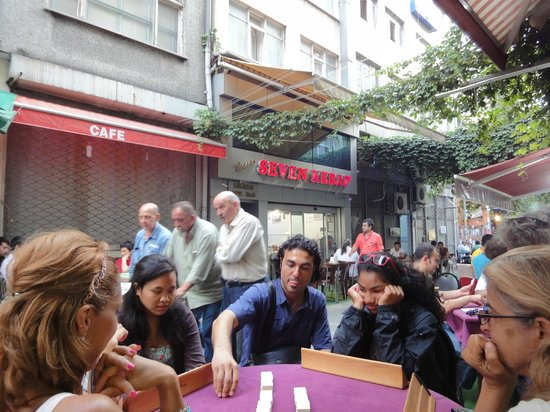 My Local Guide Istanbul Tours : playing games like the locals do