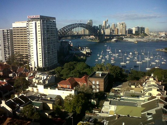 North Sydney Harbourview Hotel: Sydney Harbour Bridge view from the hotel.