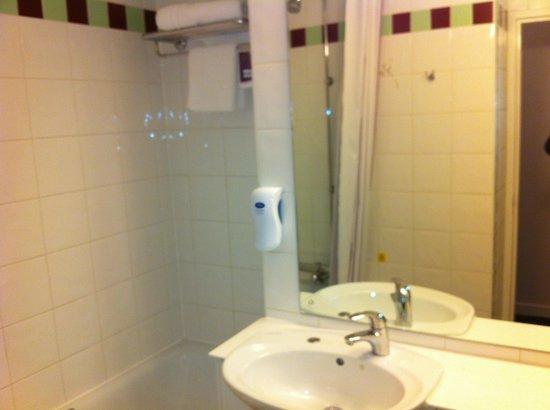 Premier Inn Glasgow City Centre (Argyle Street) Hotel: Bathroom