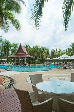Mercure Pattaya Hotel: Pool Side
