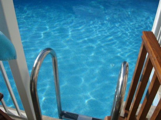 Mozaik Boutique Hotel Rooms & Apartments : Swim up view