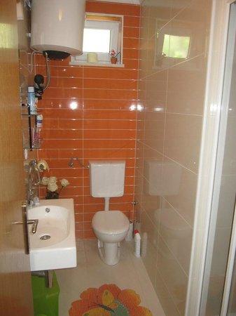 S&L Guesthouse: Bathroom