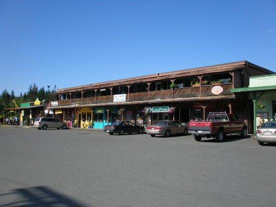 Whiskey Point Resort: 徒歩5分程度のショッピングセンター