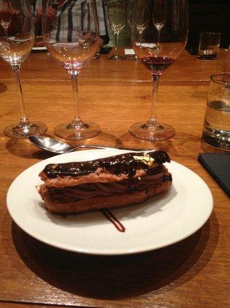 Ô Chateau : Le dessert : l'éclair au chocolat noir