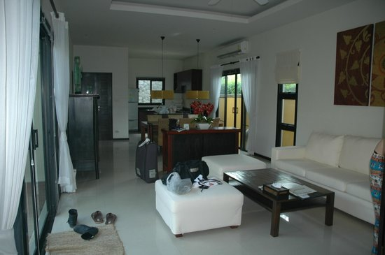 Two Villas Holiday, Oriental Style Layan Beach: lounge room