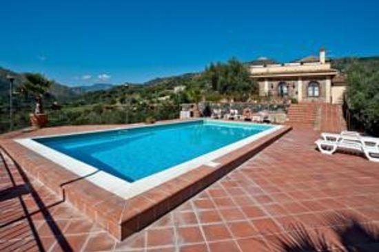 Terralcantara il Poggio: The pool