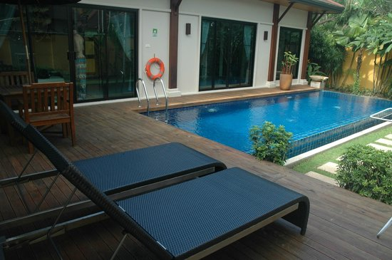 Two Villas Holiday, Oriental Style Layan Beach: lounge chairs