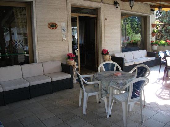 Hotel Tirrenia: giardino esterno