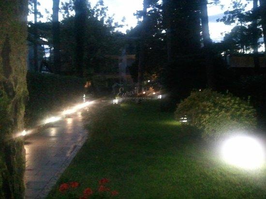 Eurovil Garni: Giardino dell'hotel