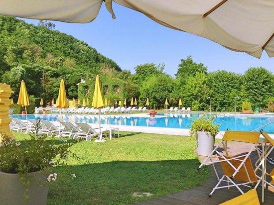 Piscine esterne con la neve foto di piscine preistoriche - Terme preistoriche montegrotto prezzi piscina ...
