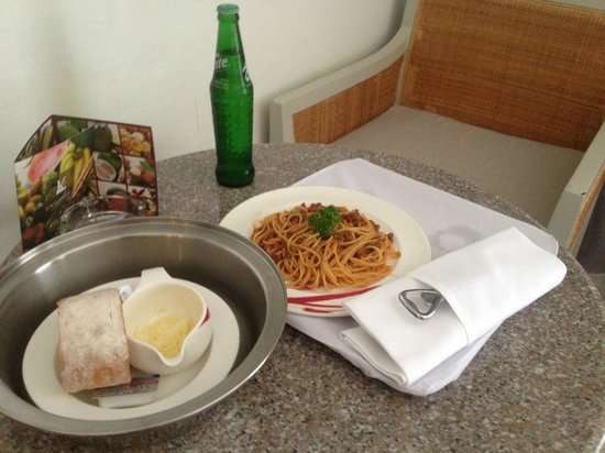 Katathani Phuket Beach Resort: Room Service