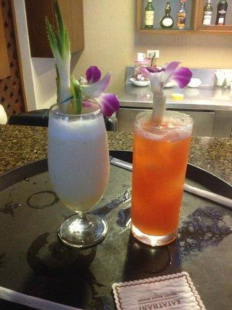 Katathani Phuket Beach Resort: Lobby Bar Cocktails