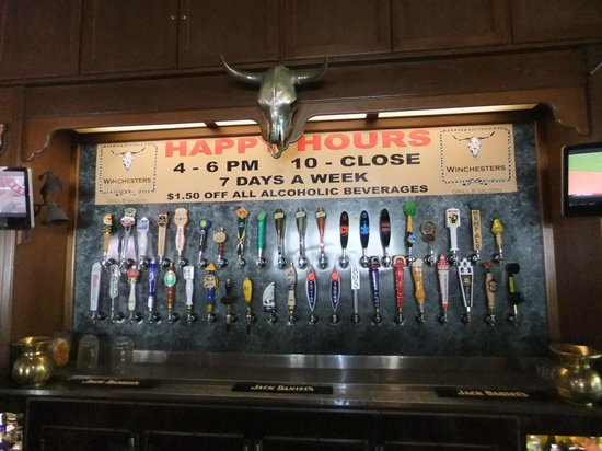 Winchesters Grill & Saloon: Beer drinkers heaven (especially during happy hour).