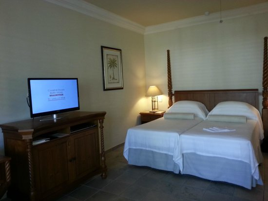 The Residence Mauritius: My bed