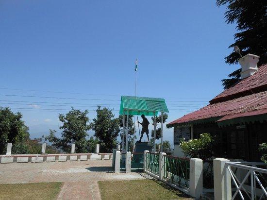 Sumit Hotel Kausani: Anasakti Asram
