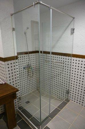 Island Inn : 1F浴室