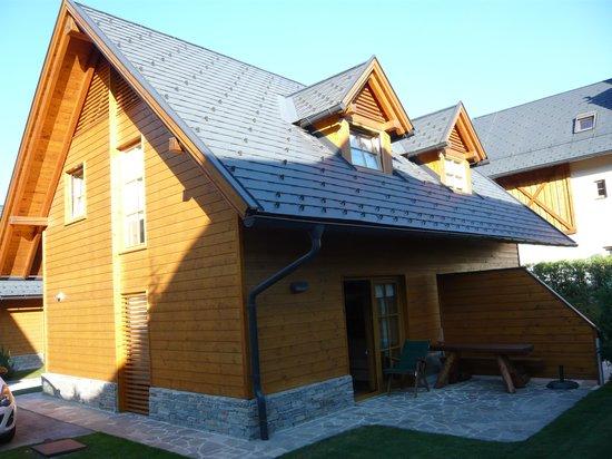 Kronau Chalet Resort: exterior
