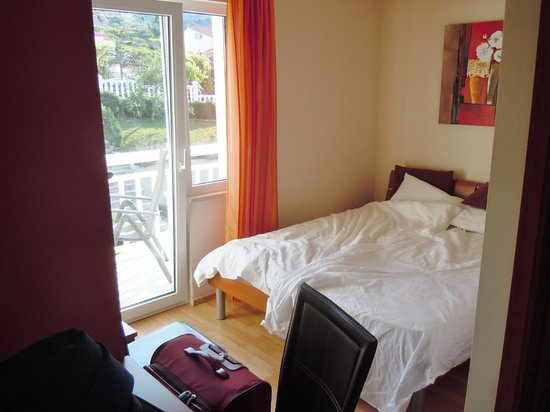 Aparthotel Stipe: The double bed and the second balcony