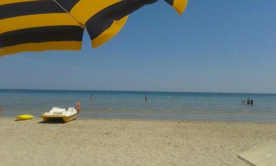 Hotel Caravel: Spiaggia, mare e pedalò