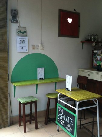 Paideia Coffee Shop: The furnishings in 50's style