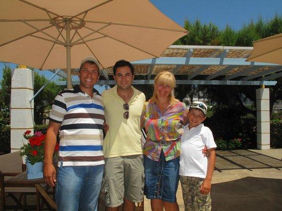 Pyrgos Beach Hotel: наша семья и Димитрис