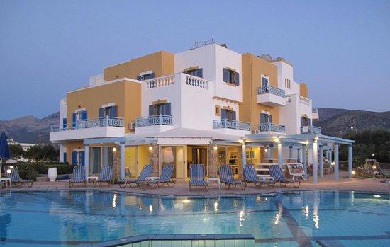 Pyrgos Beach Hotel: вечерний вид из бара