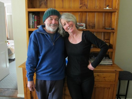 Apsley Arms Hotel: Hosts, John and Carol
