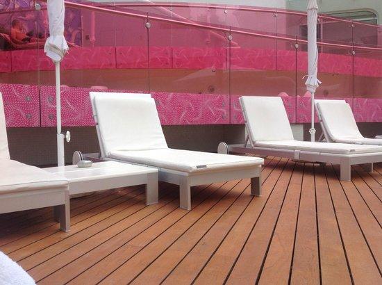 Semiramis: lettini piscina