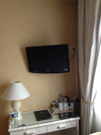 BEST WESTERN Hôtel de Dieppe : small table and tv in room