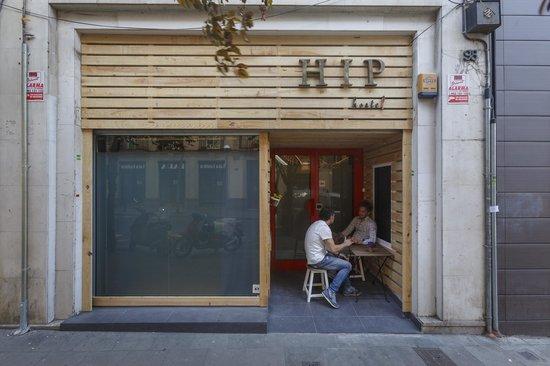 Hip Hostel Barcelona: the street entrance