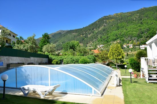 Hotel Berne: They remove the pool cover. Nice and warm.