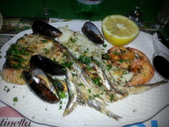 Hotel Ristorante La Rondinella Baia di Sorgeto: Vorspeise Meeresfrüchte
