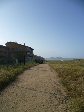 Camping Playa Brava: The path along the sand dunes