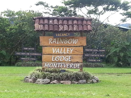 Rainbow Valley Lodge: Entry sign