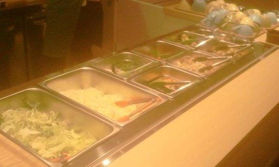 Love Pacific Cafe : たくさんの新鮮サラダが1回取り放題!!