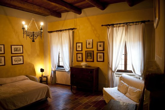 Castello di Petroia: Living Room that we used as 2nd bedroom of the suite