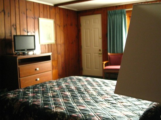 Knotty Pine Motel Picture