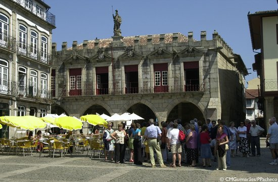 Yellow Bus Tour Guimaraes