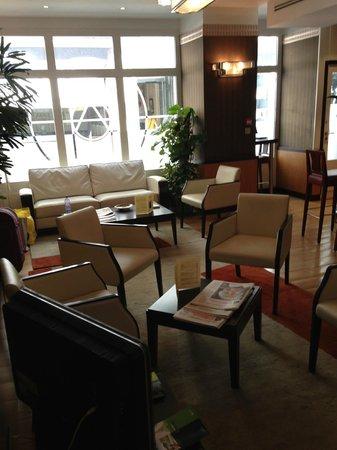 Hôtel Opéra d'Antin : Sitting area, next to bar