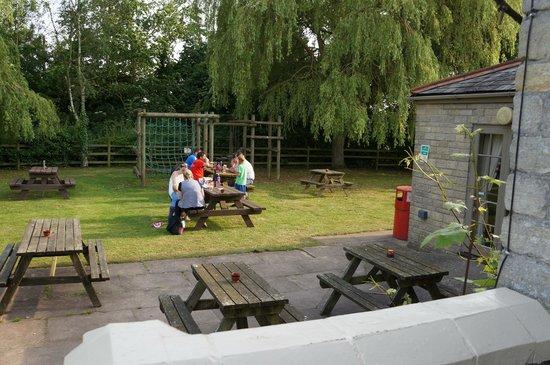 Sturdy's Castle Country Inn: Garden