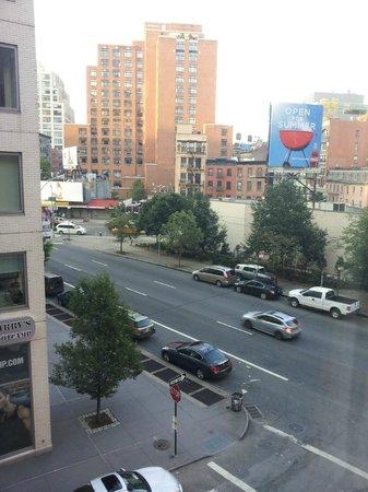 Hilton Garden Inn New York/Tribeca : Blick aus dem Hotelzimmer auf die Straße