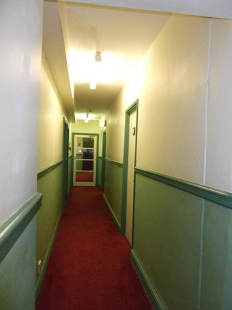 Fourcroft Hotel: second floor corridor to rooms