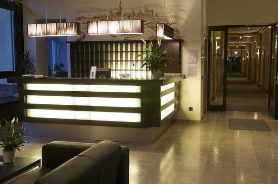 Hotel Franziskushöhe: Rezeption/Lobby