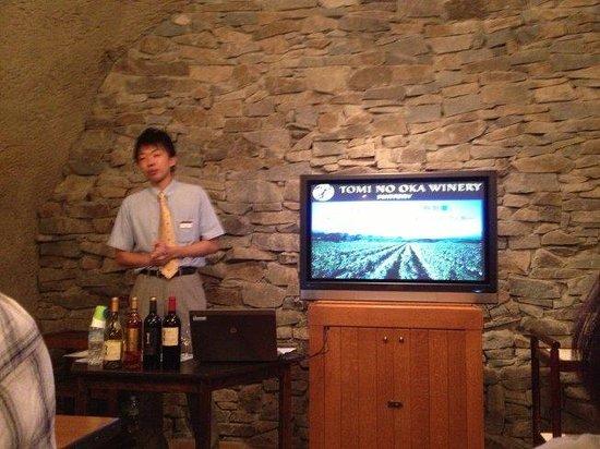 Suntory Tominooka Winery : セミナー担当のスタッフさん。